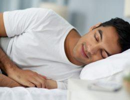 Siguiendo estos tips, en poco tiempo notarás una mejora en tus hábitos de sueño. Dormir bien es indispensable para rendir durante el día.