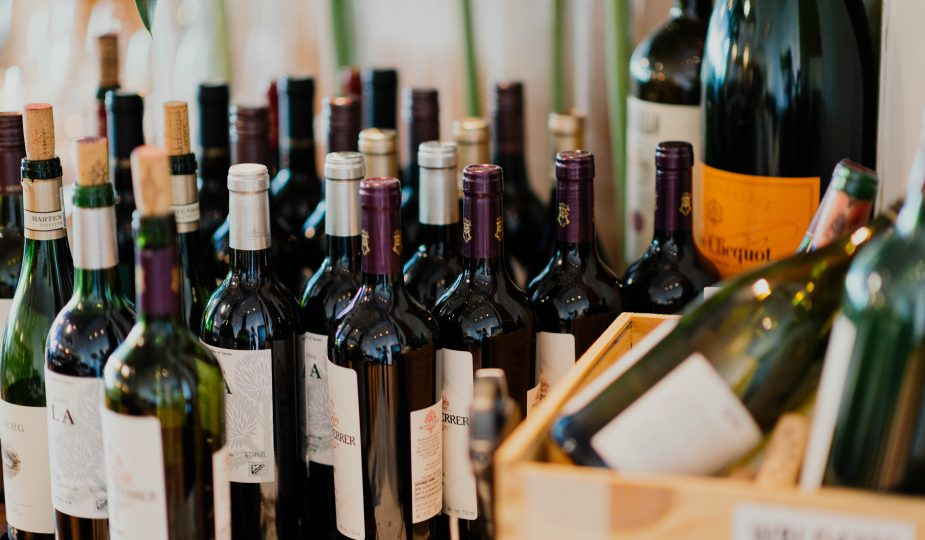 Vinos y licores: Tipos de vino que te encantará ordenr en línea